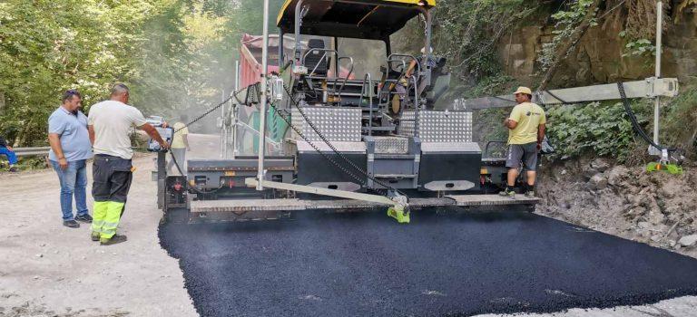 Лилково и Ситово ликуват: положиха първия асфалт на пътя